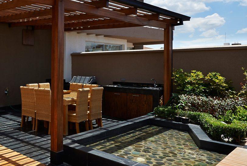 aménager son jardin maison neuve terrasse et pergola