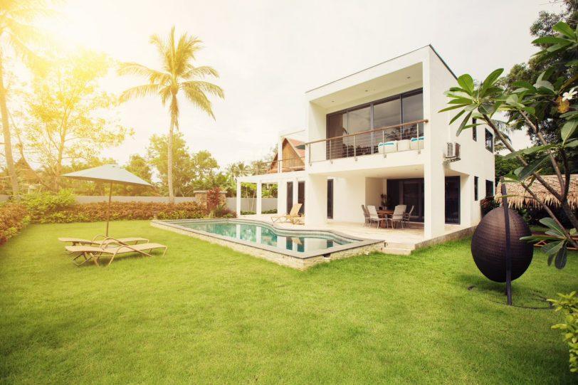 Une maison orientée Sud avec terrasses extérieures en étage