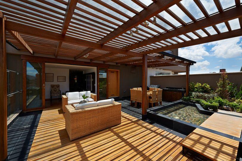 maison neuve avec pergola et terrasse plein Sud